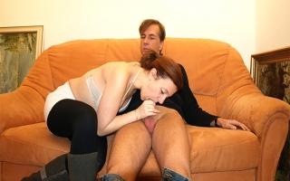 Deutscher Porno - Versautes Amateurgirl wird beim Gruppensex hart gebumst