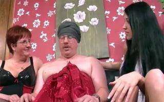Deutschsprachige Pornofilme - Unersättliches Escortgirl wird Outdoor erbarmungslos genagelt