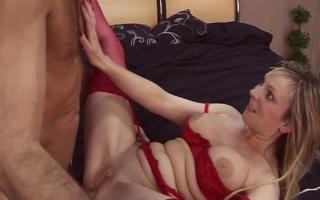 Deutscher Porno - Unanständiges Sexvideo mit devoter Frau