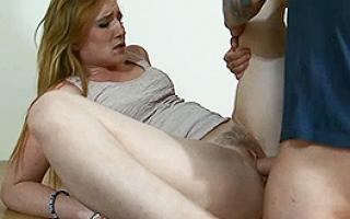 Porno Willige Fotze beim Sperma schlucken