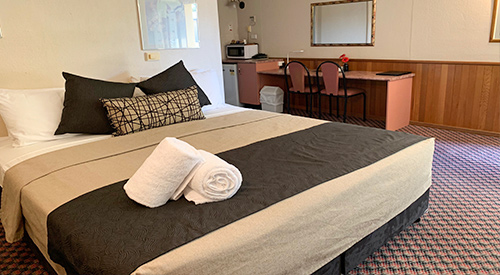 outback-motel-spa-room