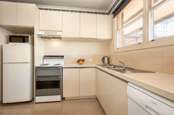 one-bedroom-serviced-apartment-lygon-street