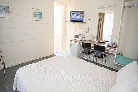 geelong motel queen room