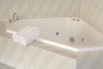 King premier spa suite Eltham accommodation