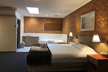 spa suite Eltham accommodation