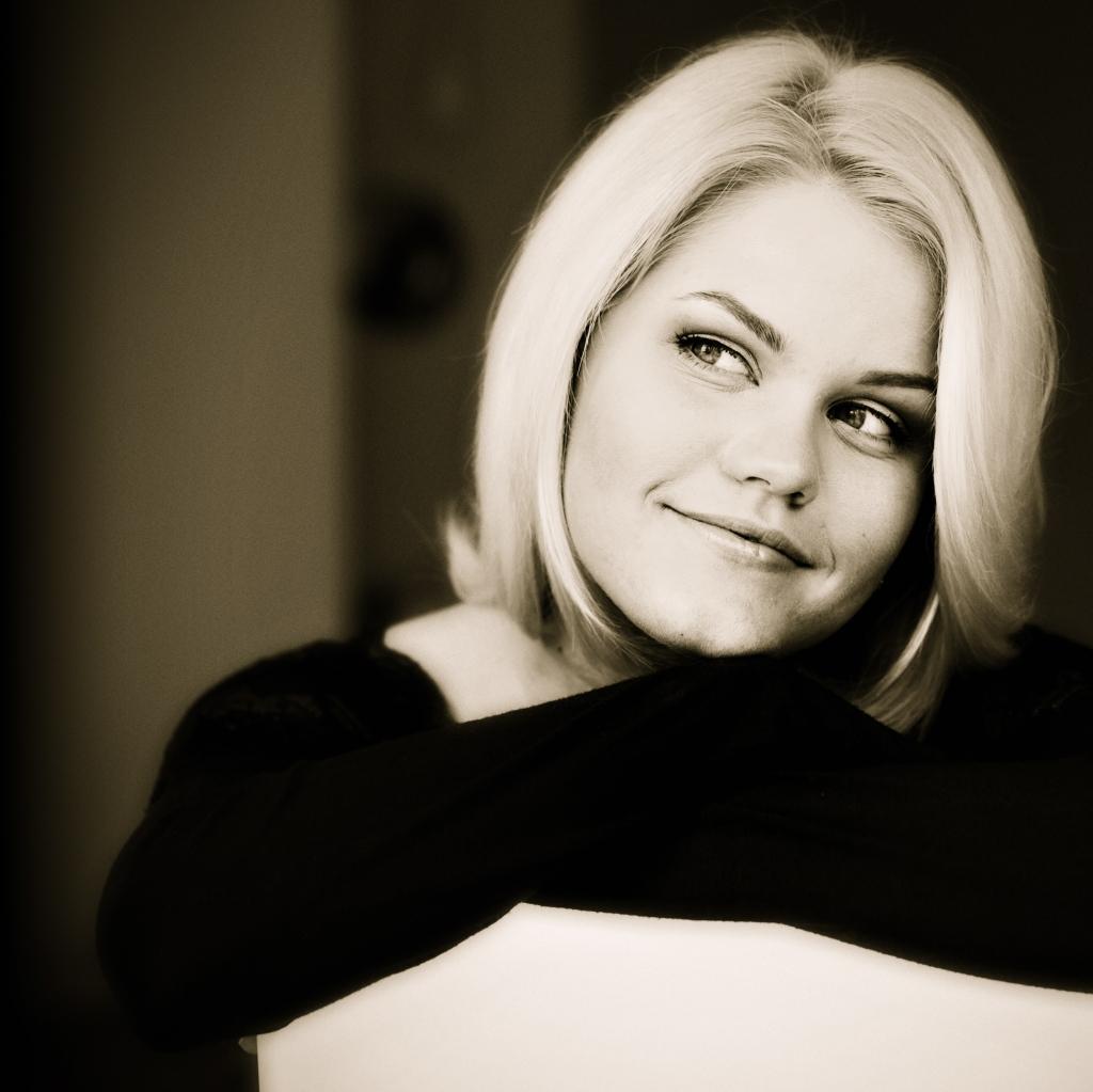 Dziedātāja Annija Putniņa nāk klajā ar jaunu dziesmu – Diena pirms