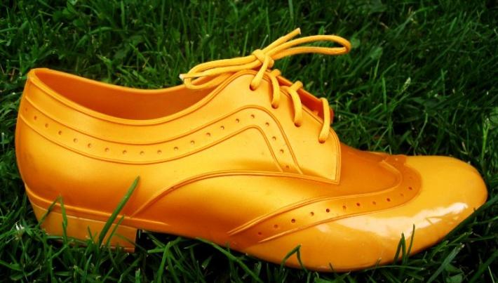 Ebony Bones dzeltenā kurpe