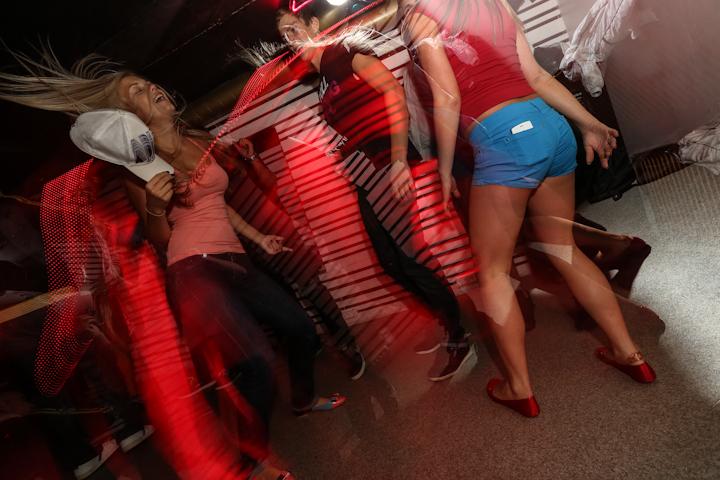 fonoklubs. meitenes dejo.