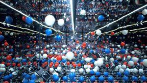 2014 peļu slazdi un 2015 ping-pong bumbiņas Pepsi jaungada salūtā