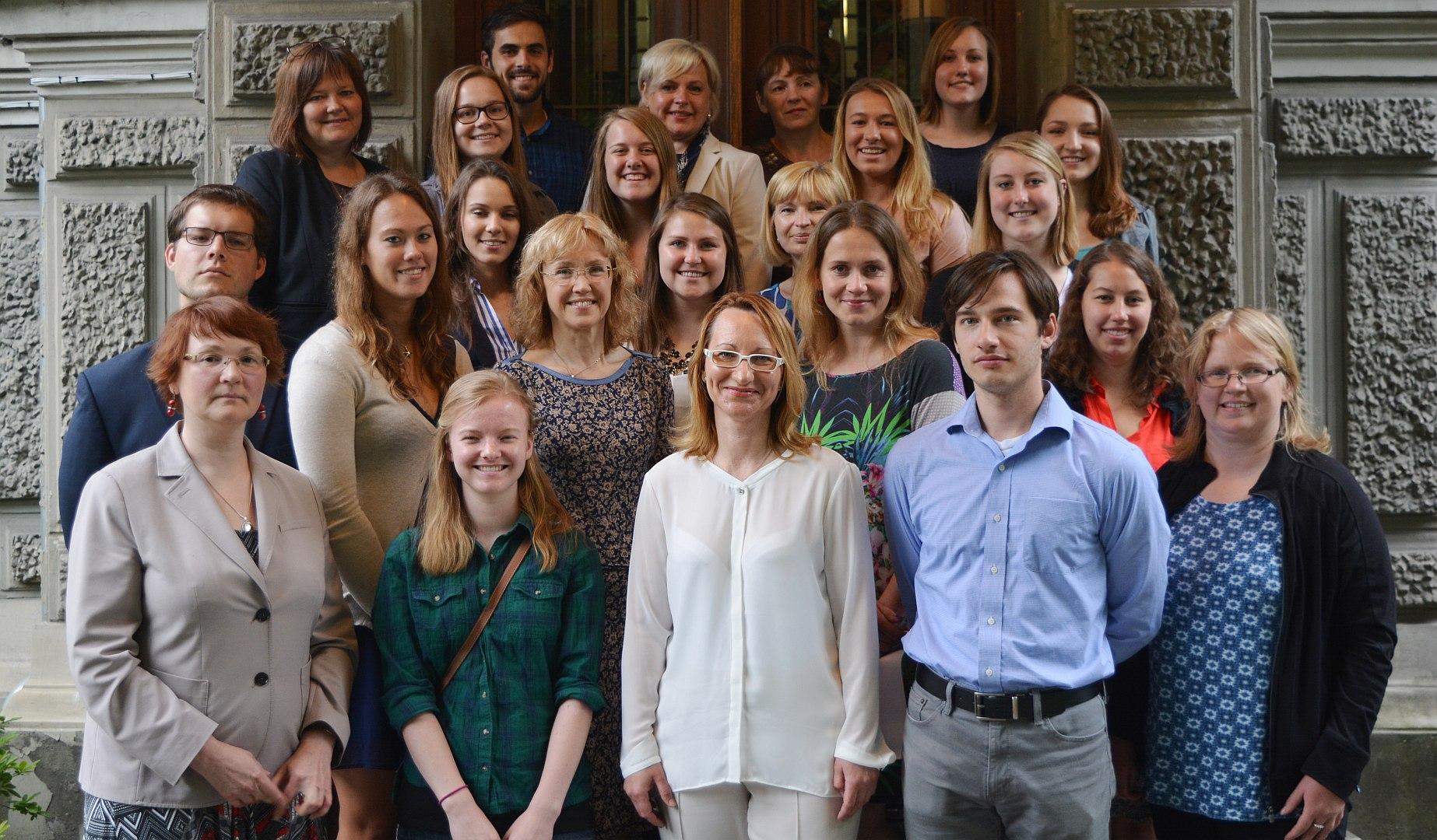 Ministre Dace Melbārde tikās ar 15 jauniešiem no ASV un Kanādas