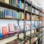 Independent Bookshop Day (Neatkarīgo grāmatnīcu diena) grāmatu tirdziņš Robert's Books veikalā