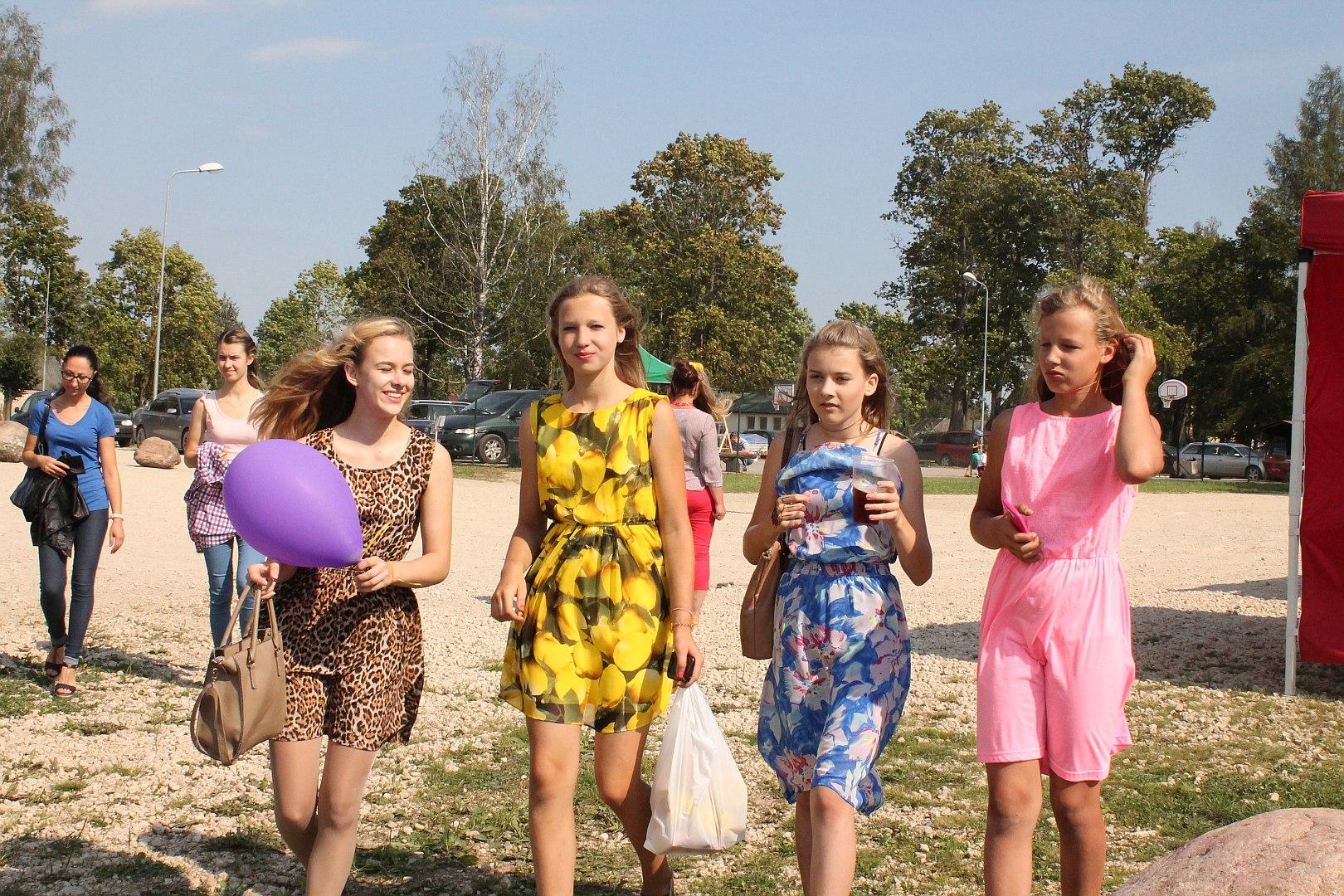 Kārsavas novada svētki. Meitenes.