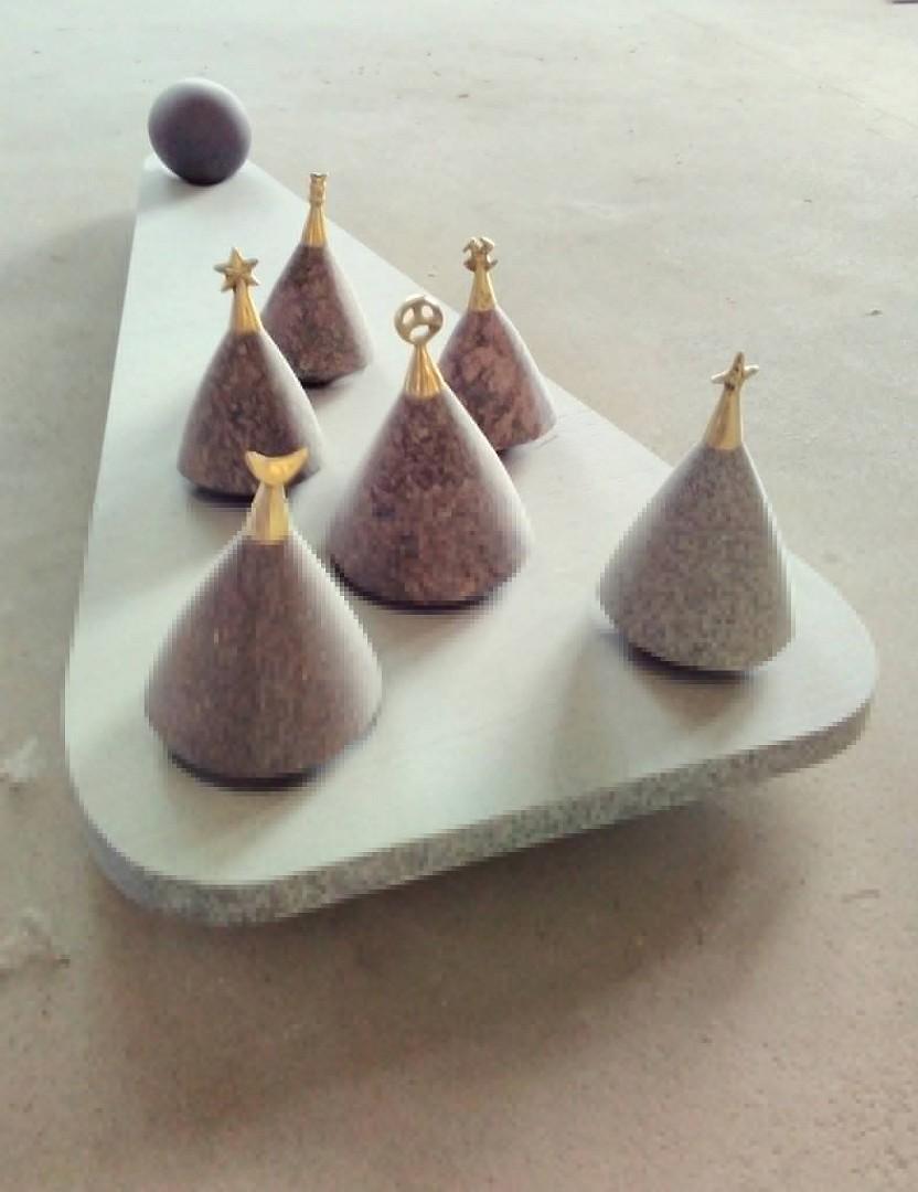 Aļģimants Šlapiks, Vienmēr ticībā, granīts, bronza, 2016