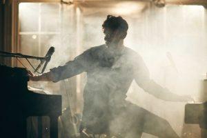 Jāna Šipkēvica (SHIPSEA) koncerts balsij, klavierēm un neredzamam korim Jūrmalā