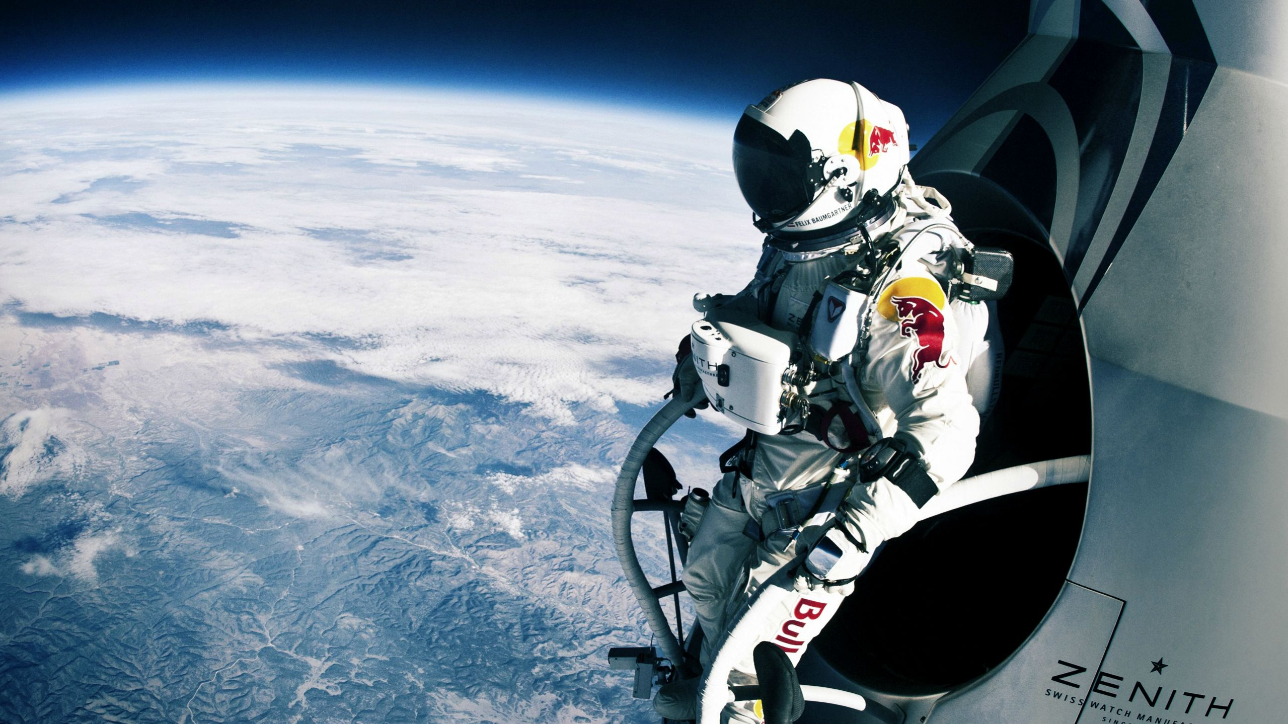 128100ft freefall from the edge of space to Earth on 15 October 2012