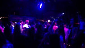Video no nedēļas nogales Odensē, studentu kopmītnēs un naktsklubā.
