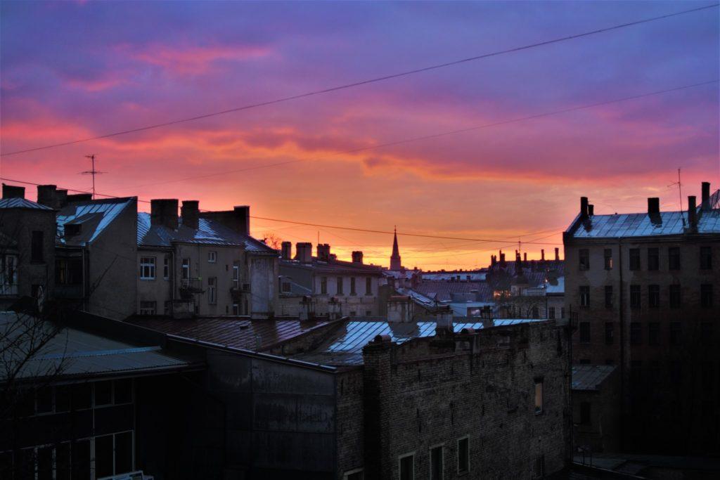 Rīgas jumti vakarā (2018)