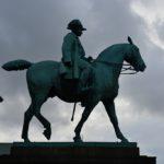 Kopenhāgenas jātnieks zirgā pie pils. Copenhagen free walking tours
