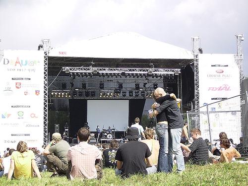 be2gether festival 2007 hug by rolandinsh