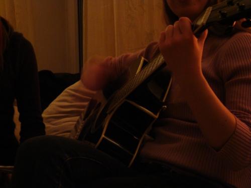 Vita un melnā ģitāra