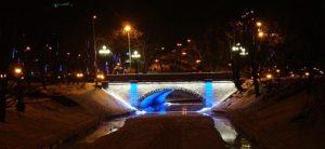 Izgaismots tilts pie Brīvības pieminekļa
