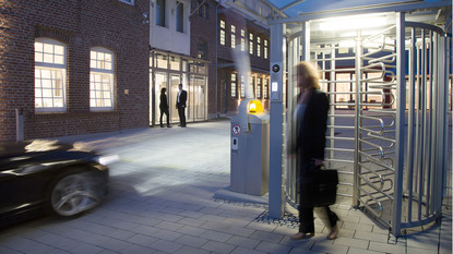Access control: turnstile with entry and exit reader