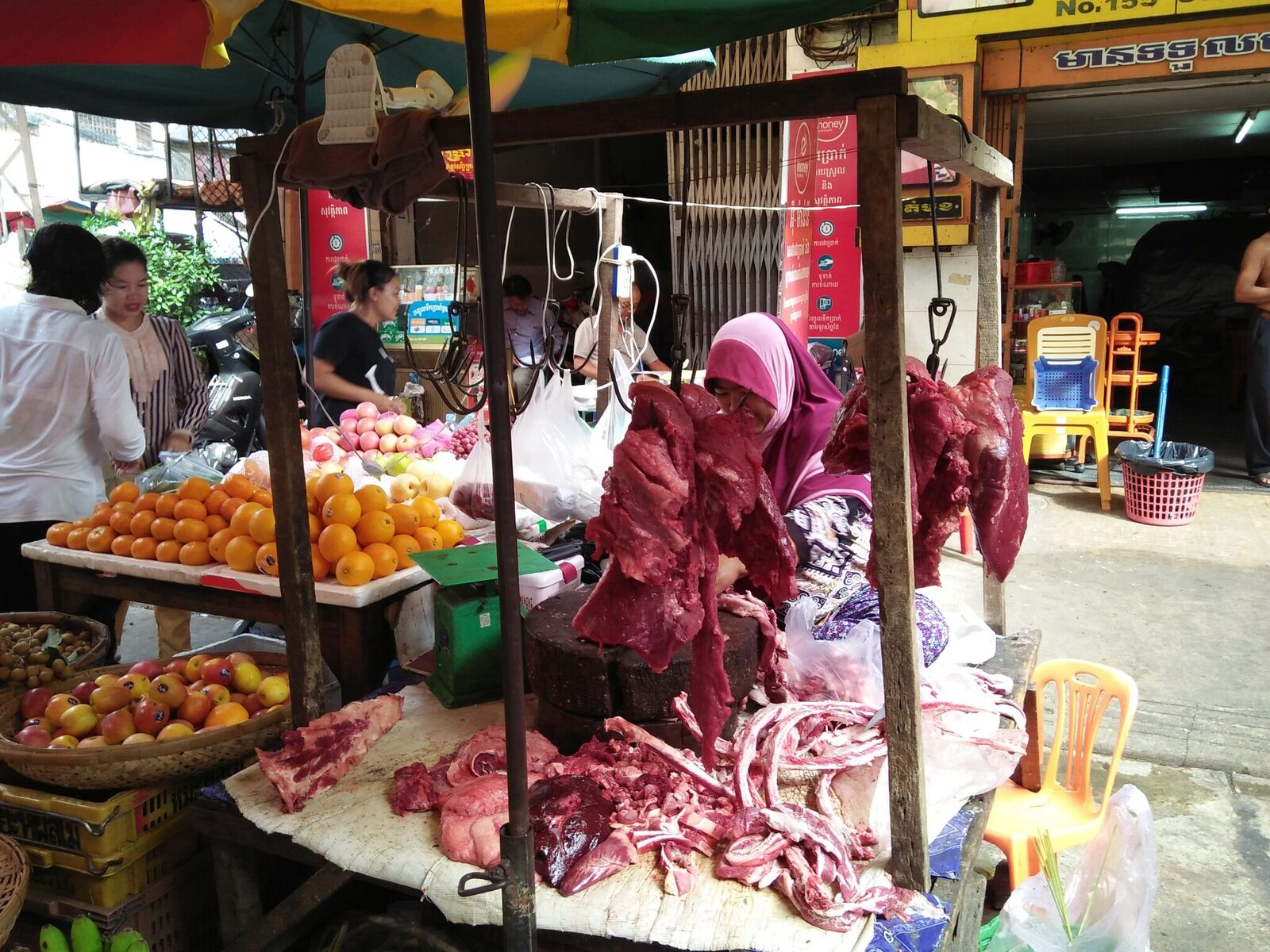 Makara market in Phnom Penh, Cambodia (photo credit: ILRI/Hardisman Dasman).