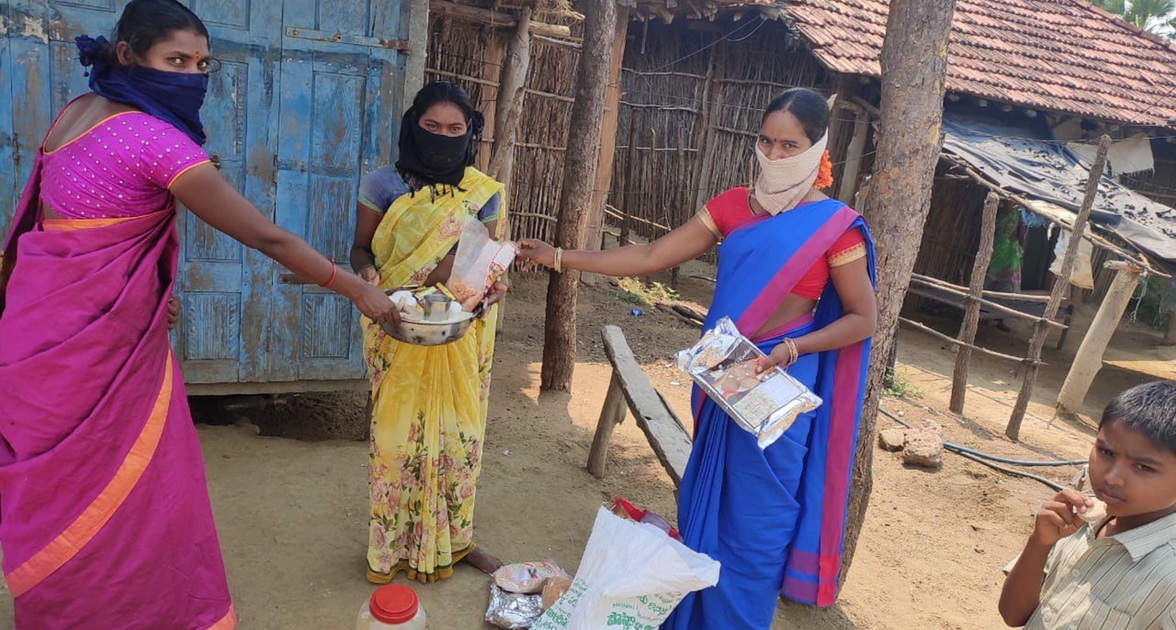 An Anganwadi teacher providing Giri Poshana food to beneficiaries at their homes in Sarvai Village, Eturunagaram, Telangana. Photo: ICRISAT