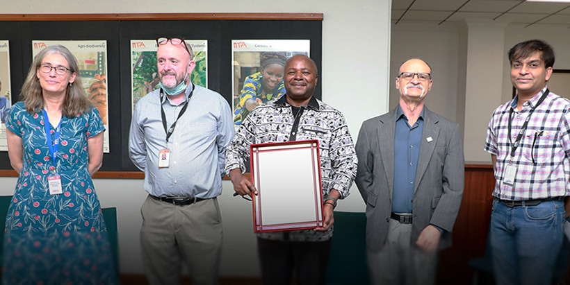 """NAQS honors IITA with """"Service Support Award"""" for phytosanitary capacity development"""