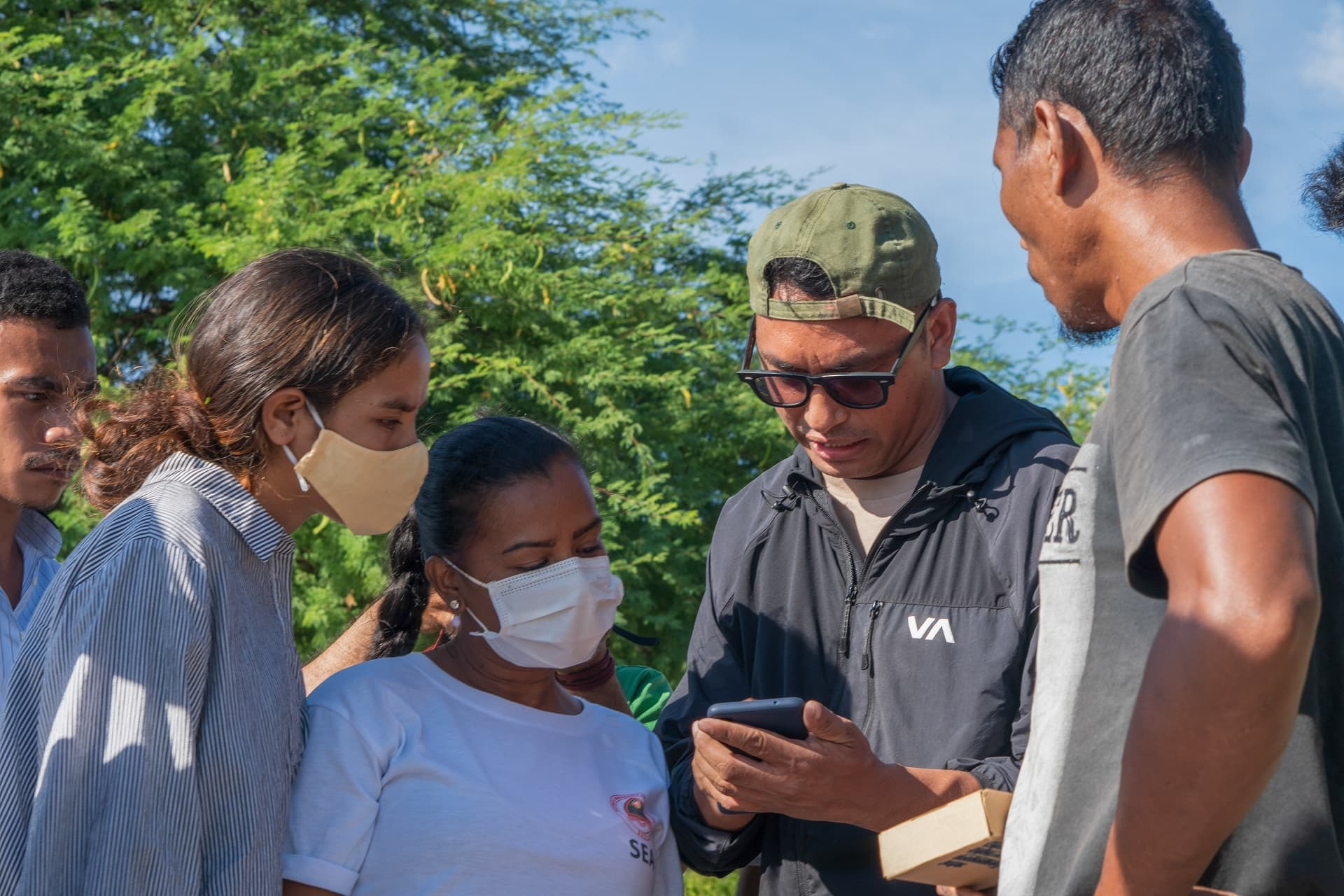 Joctan Lopes (second right) demonstrating a fisheries mobile application to youth data collectors hired by the Ministry of Agriculture and Fisheries of Timor-Leste. Photo supplied by Joctan Lopes.