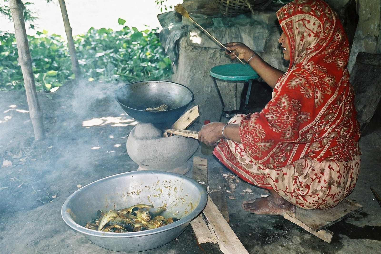 Cooking a traditional fish dinner in Bangladesh. Photo by CBFM-Fem Com Bangladesh.