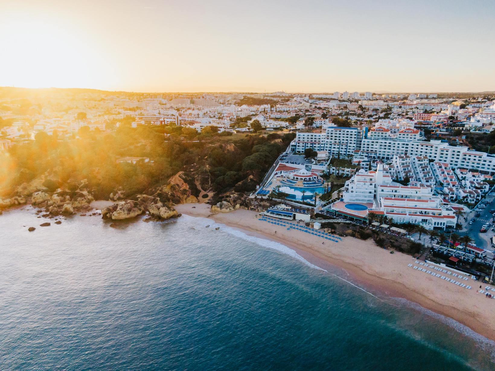 A oportunidade de aproveitar o Algarve como nunca, de A a B