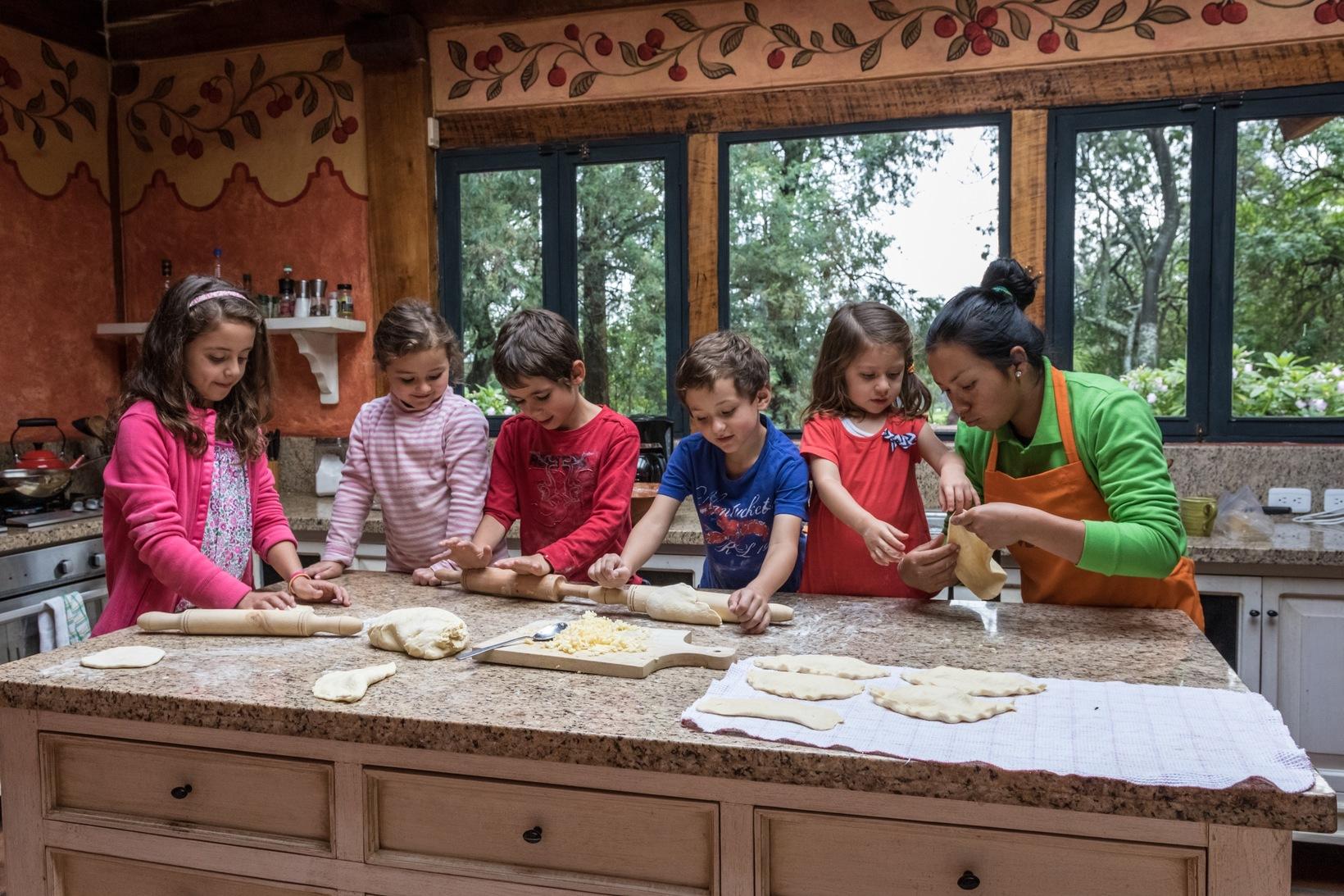 Learn how to make Ecuadorian empanadas...