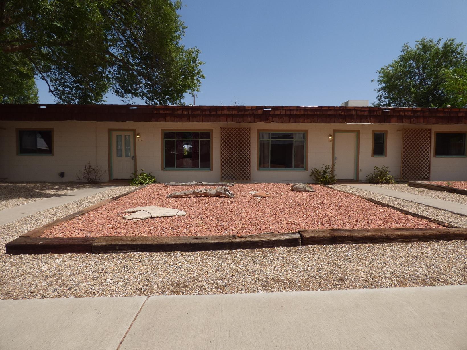 Desert Canyon Inn Street Frontage