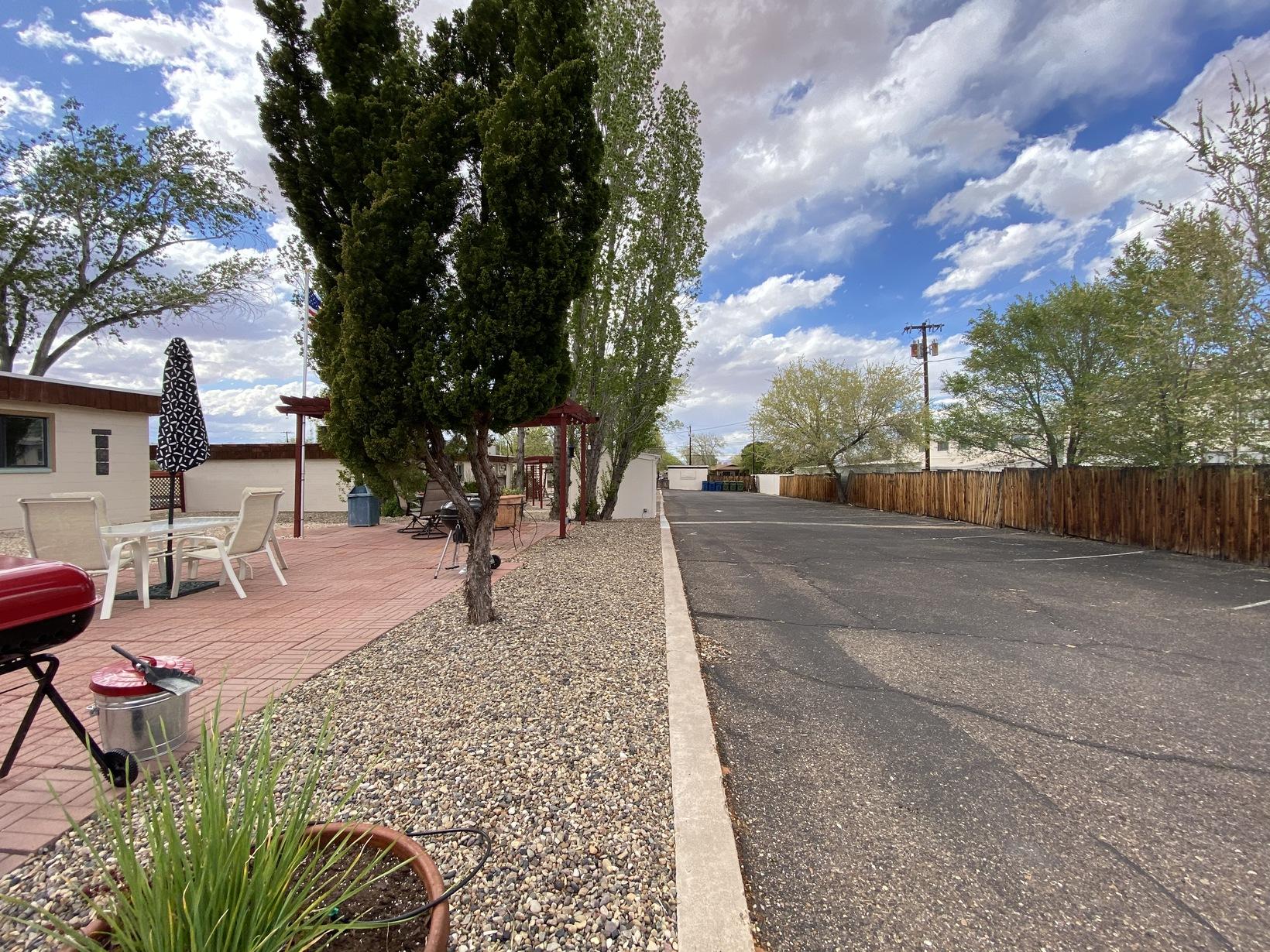 Desert Canyon Inn Back Parking