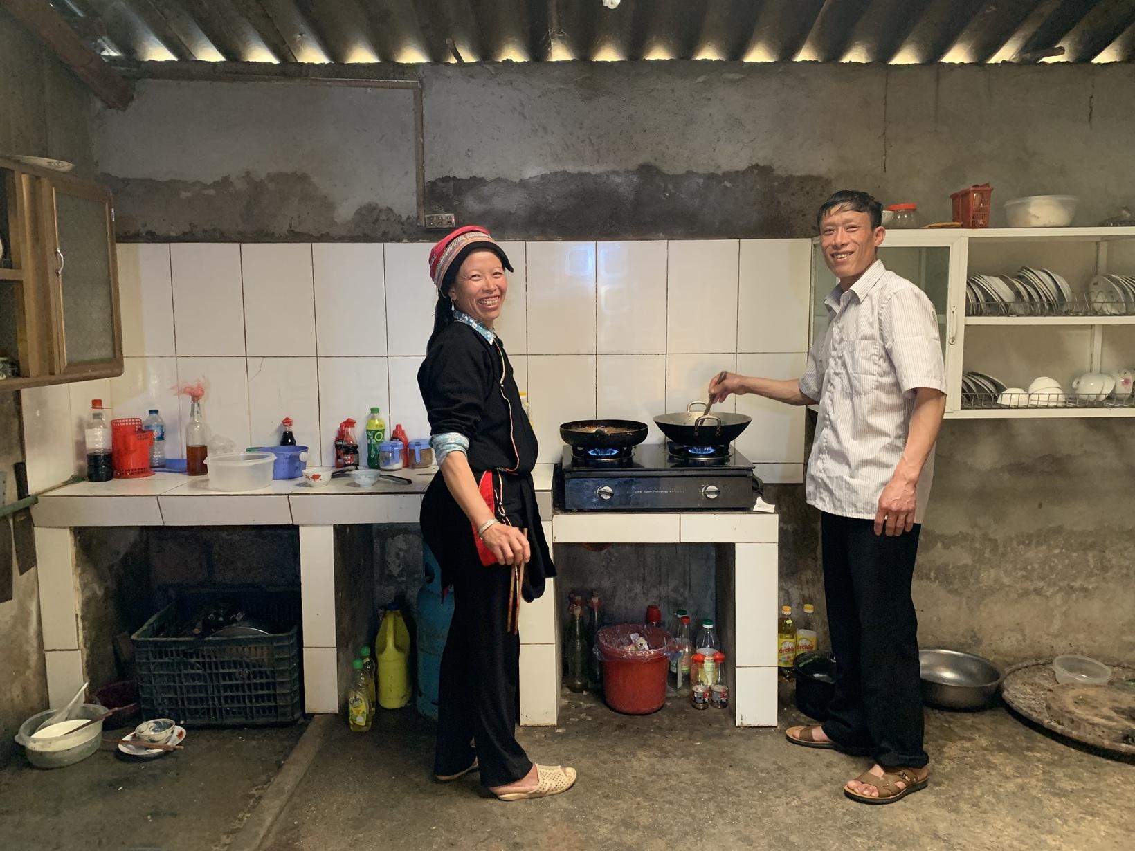 Cooking dinner in Nam Dam Homestay