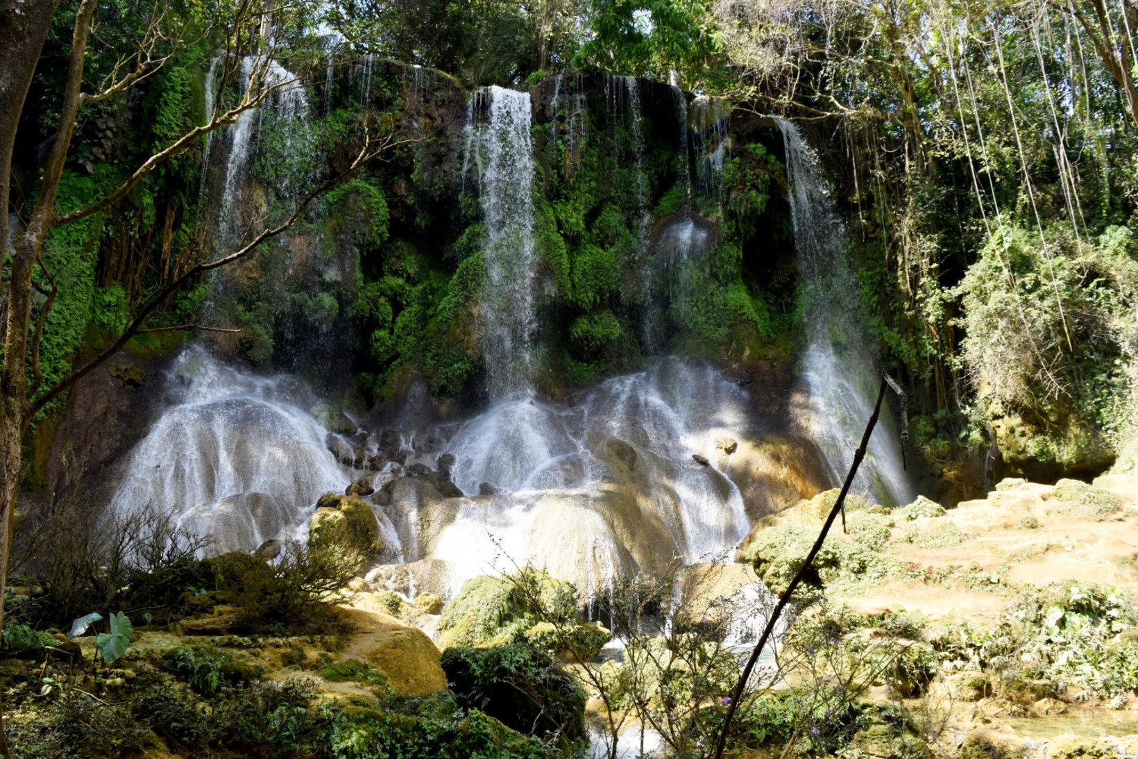 Plongez dans la beauté naturelle de Cienfuegos !