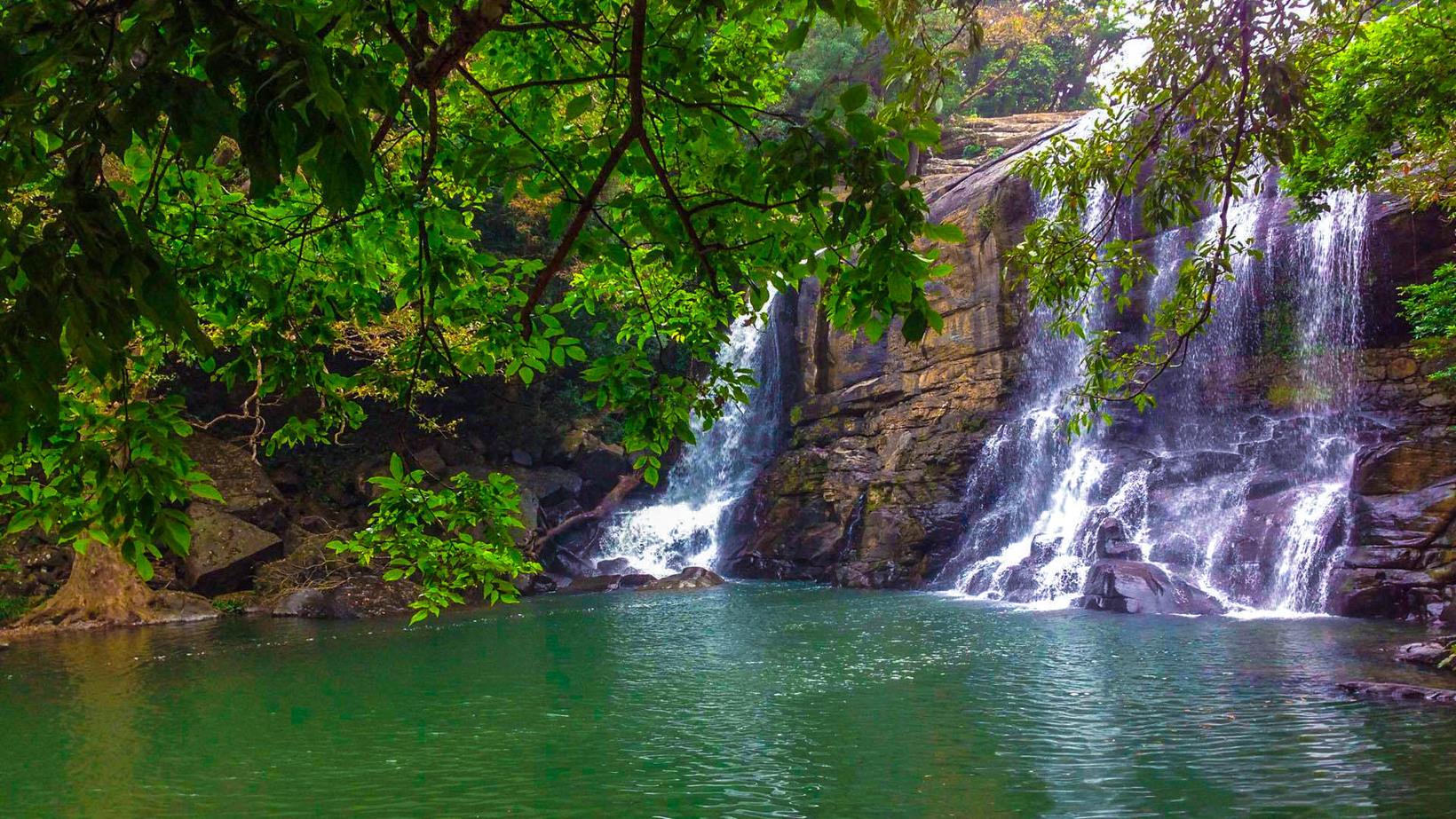 Sera Ella Waterfall in Sri Lanka