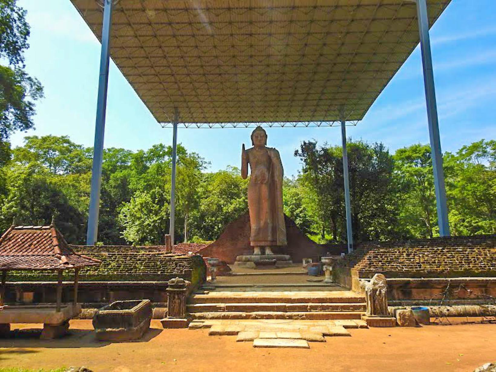 Maligawila Buddha Statue, Buttala