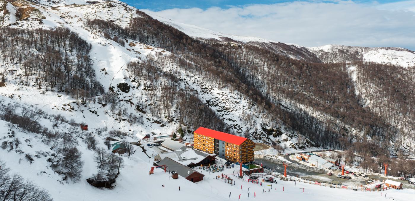 Imagen panorámica del hotel y pistas de Termas de Chillán