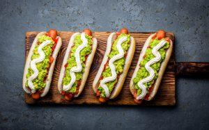 """LA JOURNEE DU """"COMPLETO"""" (HOT DOG): UN DES PLATS PREFERES DES CHILIENS"""