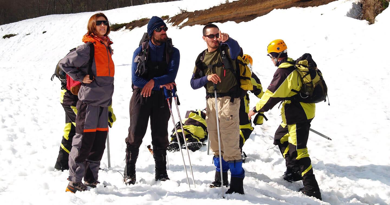 turistas en la nieve