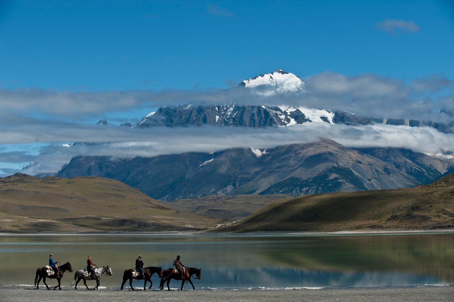 https://storage.googleapis.com/chile-travel-static-content/2016/08/Torres-del-Paine.jpg