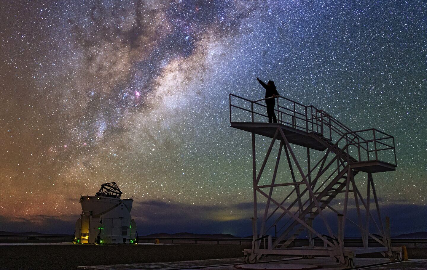 https://storage.googleapis.com/chile-travel-static-content/2017/03/Paranal_llegando-a-las-estrellas_ESOB.-Tafreshi.jpg