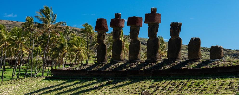 Visitar los moai es una de las excursiones en Rapa Nui (Isla de Pascua)