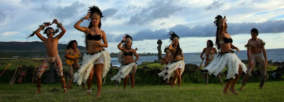 La danza tradicional es una de las actividades en Rapa Nui (Isla de Pascua)