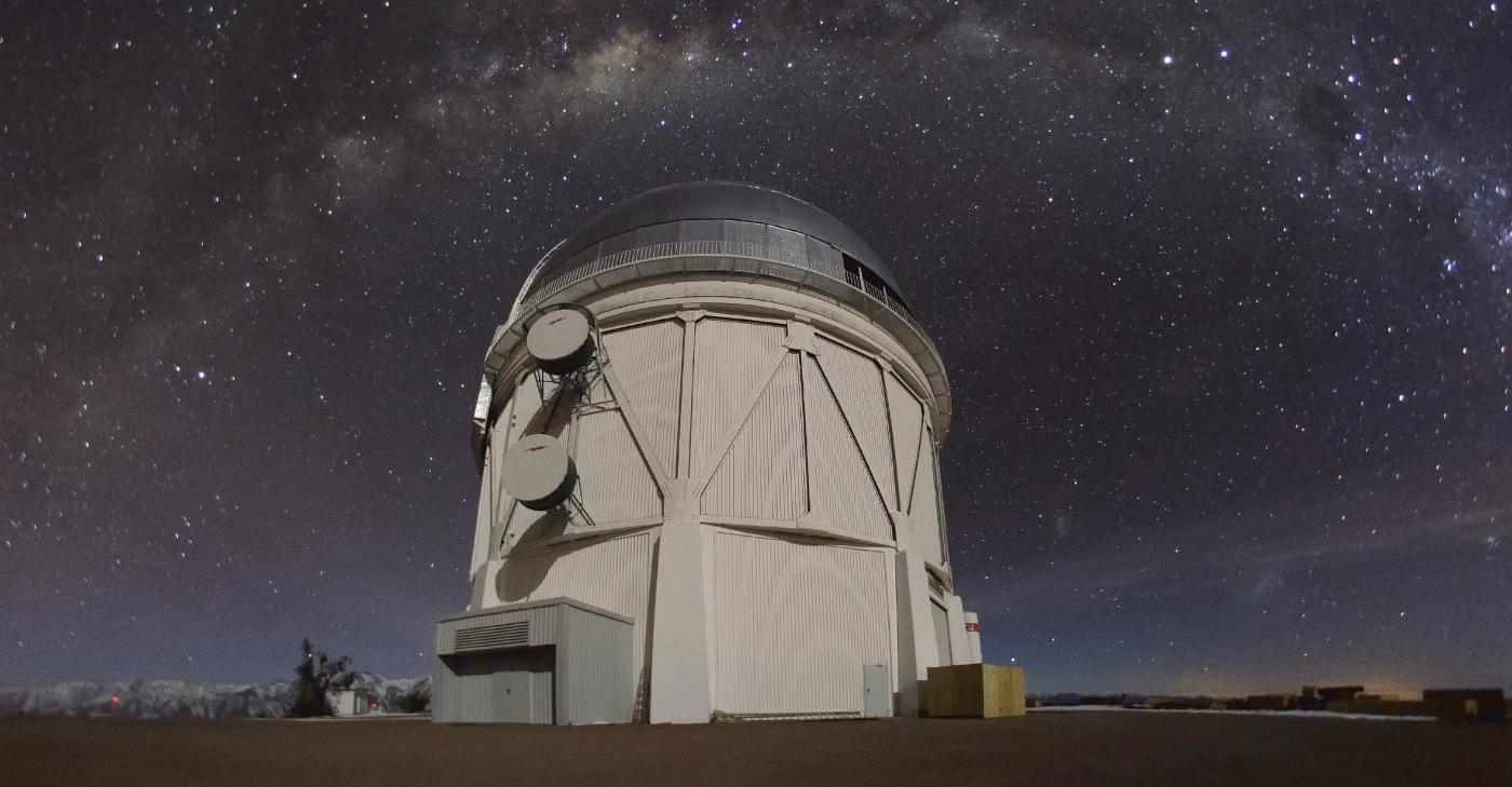 Imagen panorámica de una de las cúpulas de observación y telescpio del Observatorio Tololo