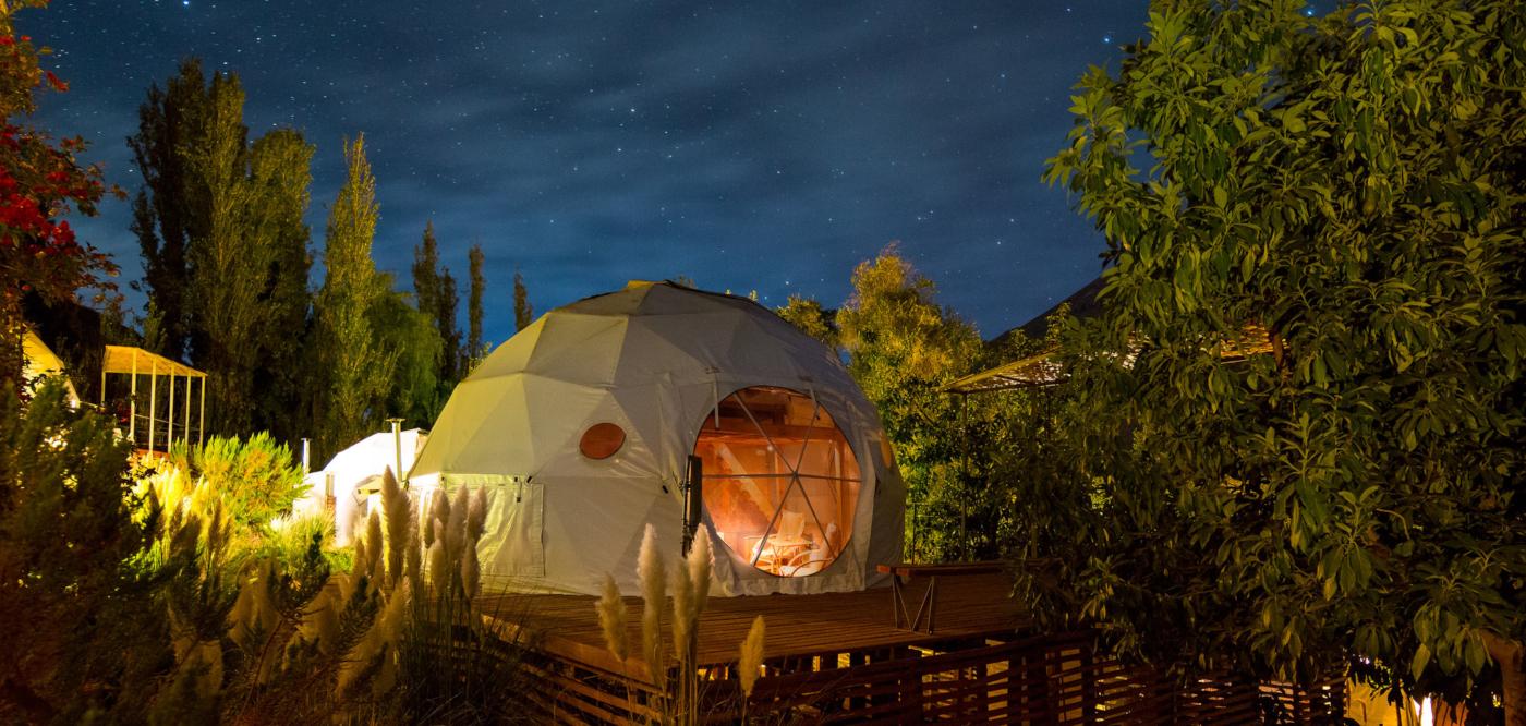 Imagen de los domos de lujo que permiten observar las estrellas en la región de Coquimo