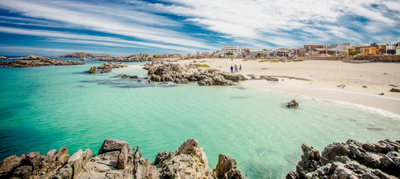 Imagen de la playa de Bahia Inglesa, con aguas color turquesa y arena blanca