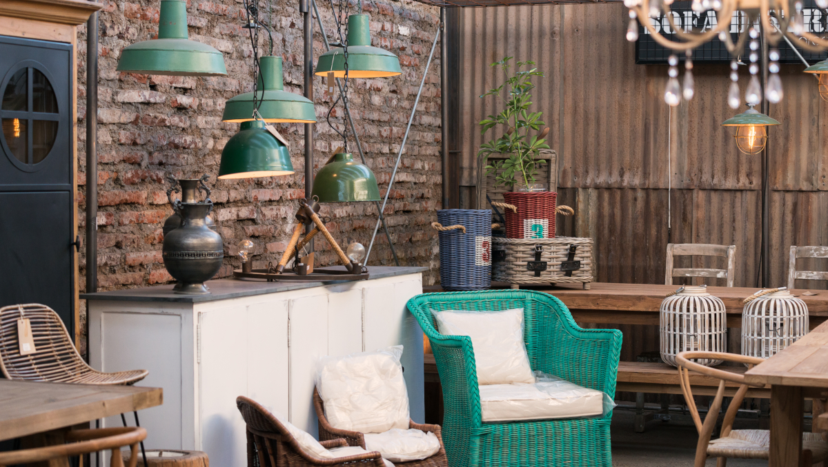 Imagen de muebles restaurados del Barrio Italia en Santiago de Chile